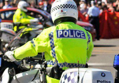 Man pulls knife on police
