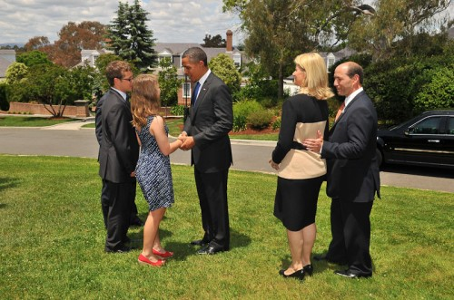US President Barack Obama meets Jake, Matthew and Abby while parents look on.