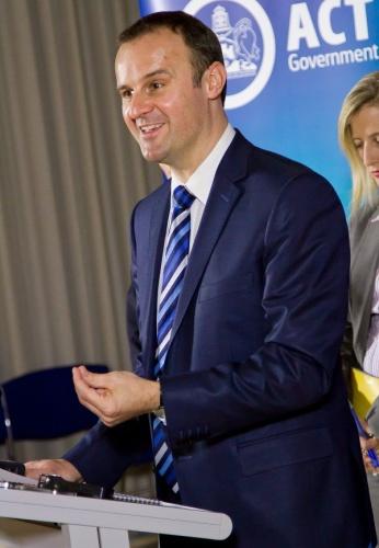 Treasurer Andrew Barr addresses the media pack.