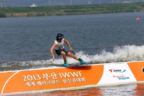 wake boarder