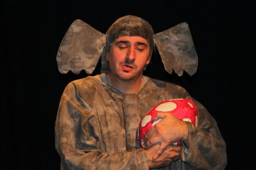 Steve Galinec as Horton.