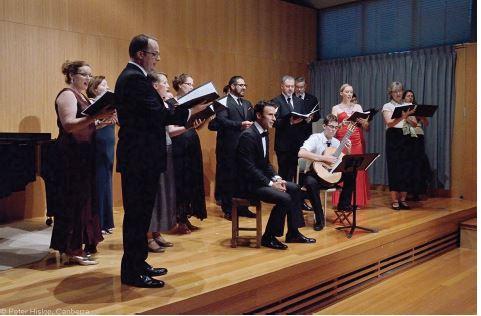 Coro performs