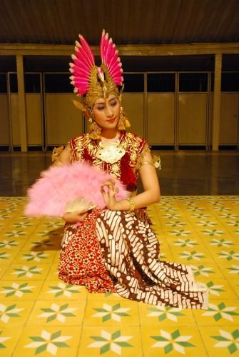 Golek Lambangsari dance