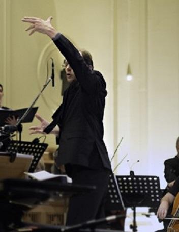 Roland Peelman conducting