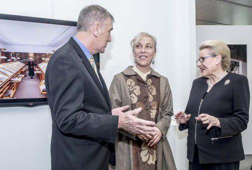 L to R Senator Hogg, Anne Zahalka and Mrs Bishop