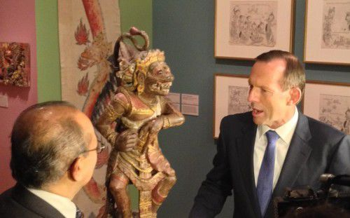 l.  the Indonesian Ambasssador and r. Prime Minister Abbott admiring the art