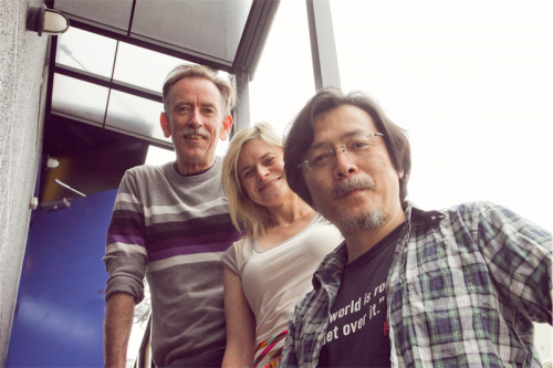 Actors Matt Crosby and Jane Phegan with writer-director Yoji Sakate. Photo by Michihiro Furumoto