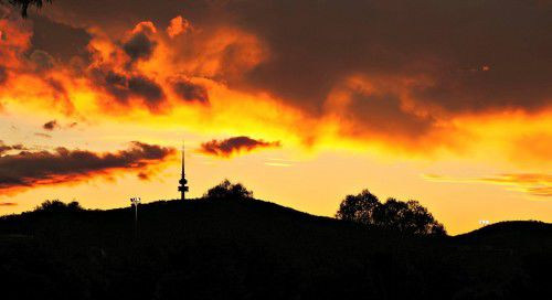telstra tower sunset black mountain