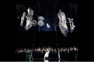 Opera Lausanne production image 2014, teh set 'hovers'