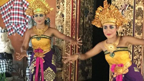 indo-dancers