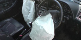 Peugeot_306_airbags_deployed