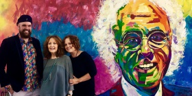 Artist Christopher Toth with John Hanna's wife Diana and daughter Melanie.