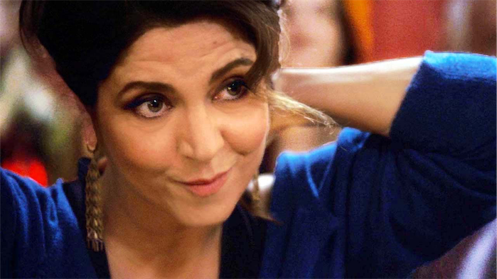Agnes Jaoui as Aurore.