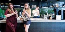 Fiordiligi (Keren Dalzell), left, and Dorabella (Clare Hedley) at their diner with Despina (Katrina Wiseman). Photo by ES Fotographi at Terra Cafe