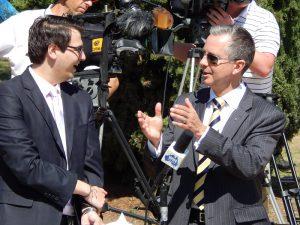 Opposition leader Jeremy Hanson talks to a journalist.