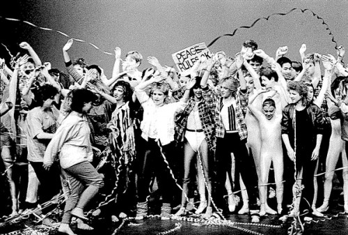 1986, dancers take a bow.