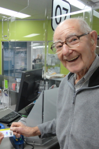 Steve Alt surrenders his driving licence at age 99.