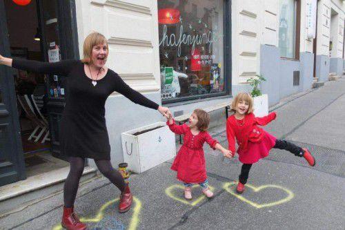 Melanie Horsnell and girls in France