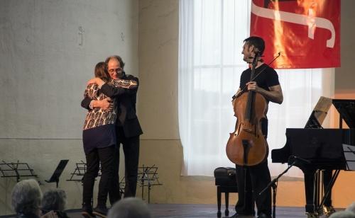 Cellist Geoffrey Gartner (r) with Peelman and Moore. Photo Judith Crispin