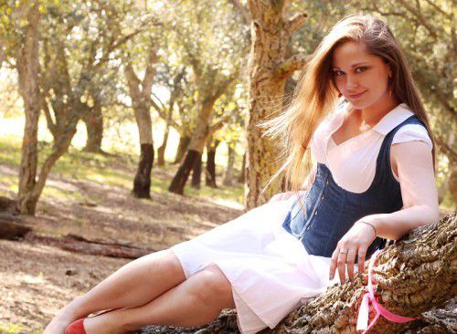 Kat Bramston as Caroline