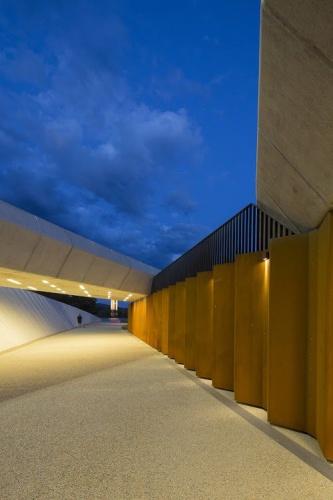 Sir John Overall Award, Bowen Place Crossing, Lahznimmo Architects, photo Brett Boardman
