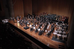 Lawergren with the orchestra and choristers