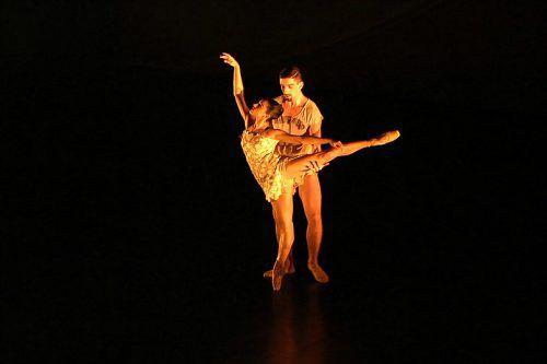 Melbourne Dance Company dancers performing in Divenire.