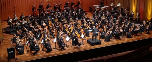 Weiss conducts the combined orchestras