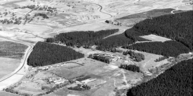 An archive aerial picture from 1972 looking south over the Weston Creek Sewerage Works towards Holder.